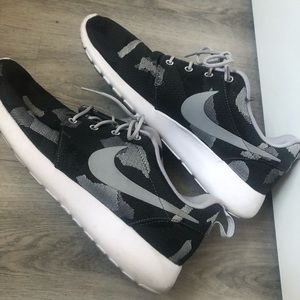 Nike Women's Roshe Runs